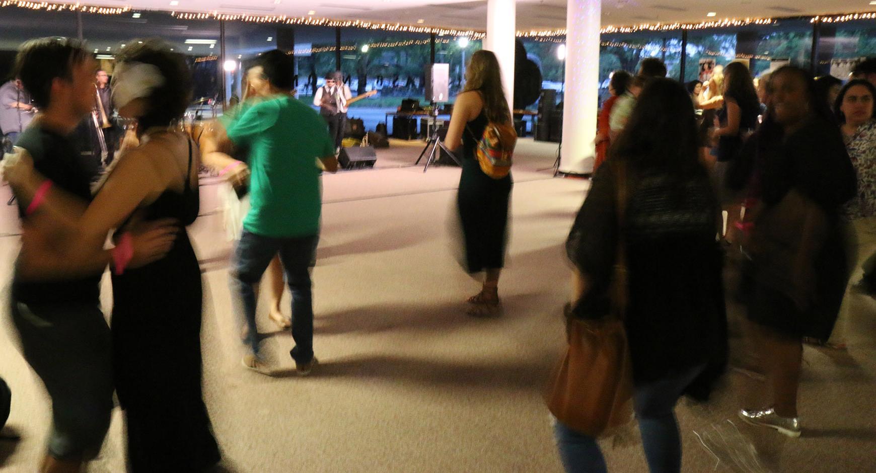 Dancers at A Viva Voz